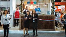 Imagen de las autoridades de turismo chileno cortando el lazo de inauguración del stand chileno en ITB Berlín 2019