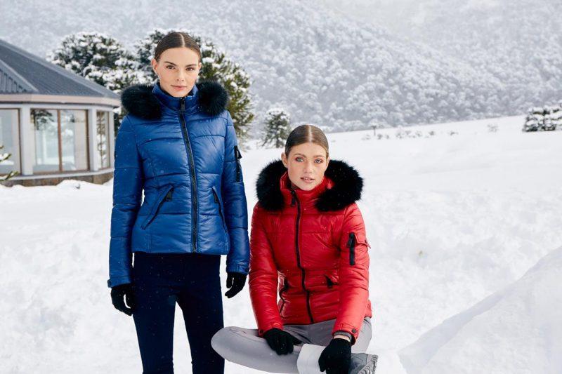 Imagen de dos modelos luciendo ropa d Price Shoes en la Reserva Nacional Malalcahuello