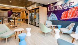 Imagen del loby del nuevo hotel Ibis Manuel Montt