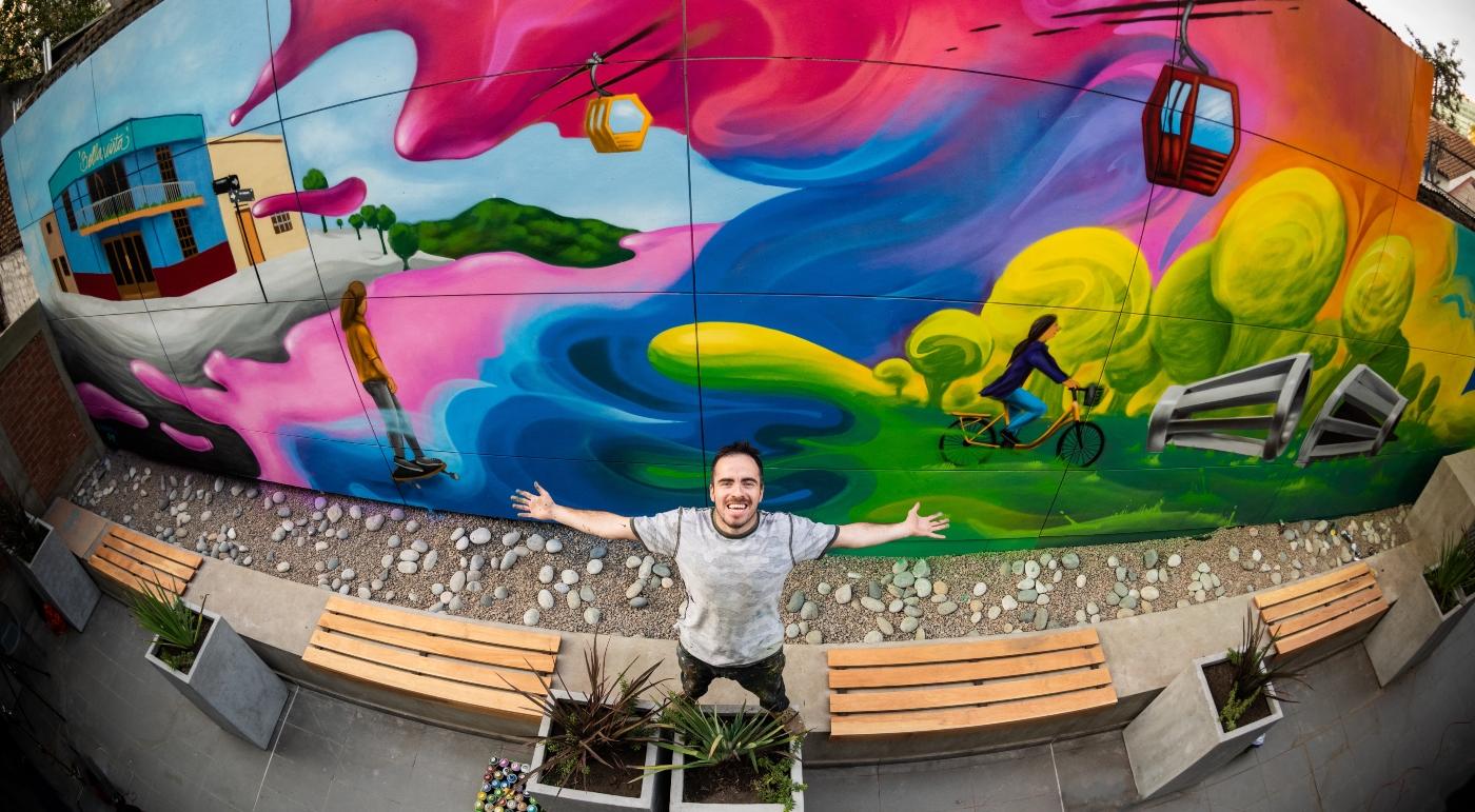 Imagen de un colorido Mural en el Hotel Ibis