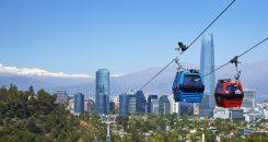 imagen del teleférico de Santiago donde destacan de fondo los edificios de altura de la capital
