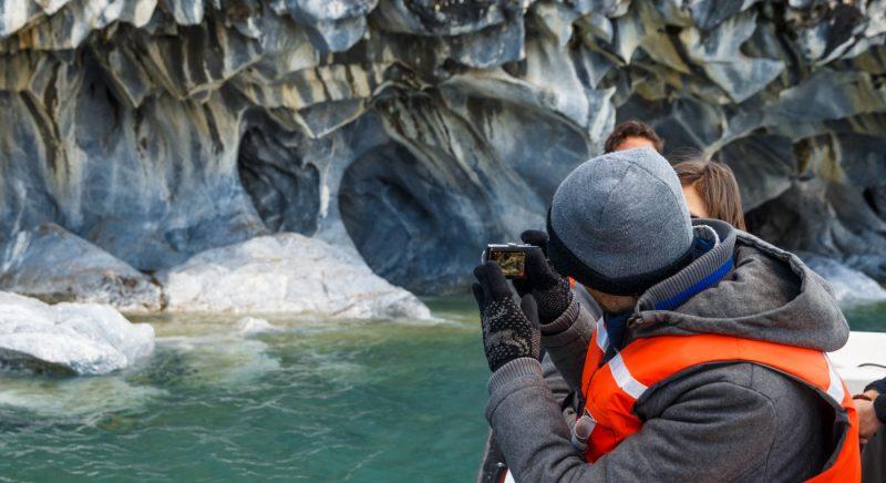 Imagen de un turista en Capillas de Marmol
