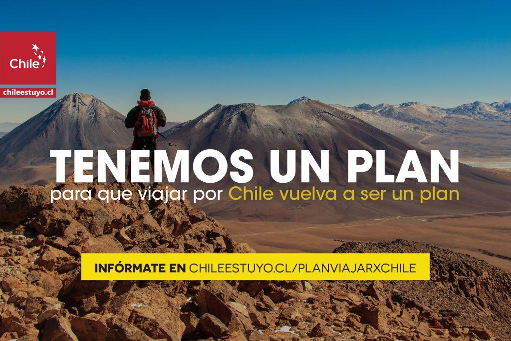 Imagen de un turista disfrutando del desierto de Atacama