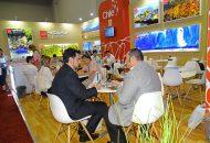 Imagen de dos hombres en reunión de negocios en la Feria IMEX de EstadosUnidos