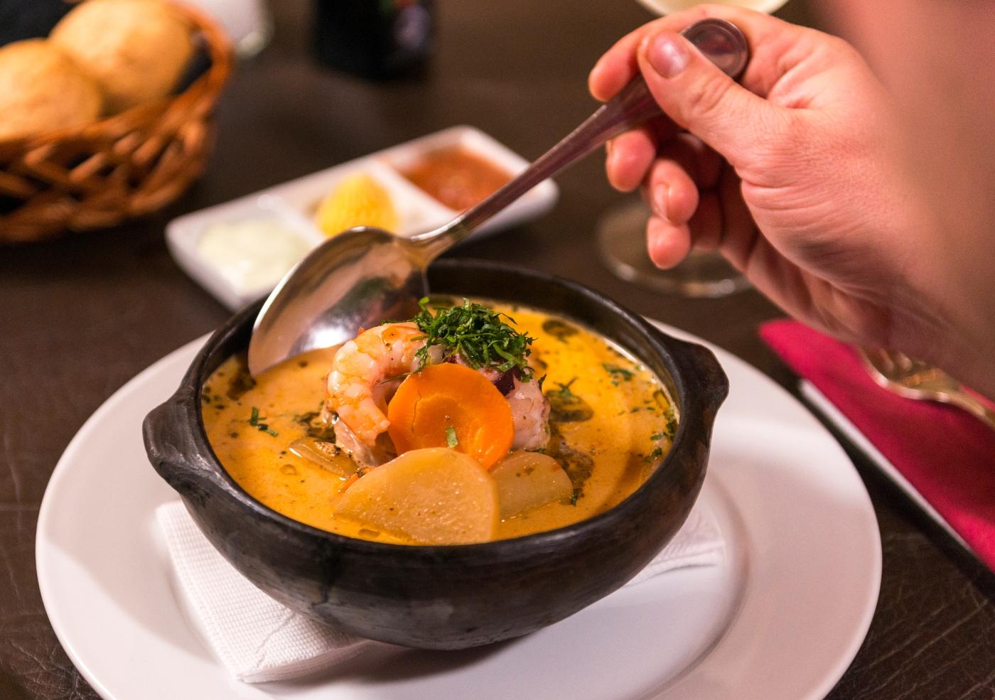 imagen de una plato caliente típico de marisco de Chile